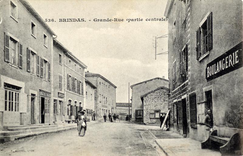 Grande rue vers place de Verdun