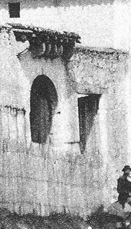 La maison forte avait un portail fortifié.