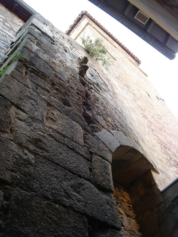Arc boutant du clocher, qui montre un arrachement