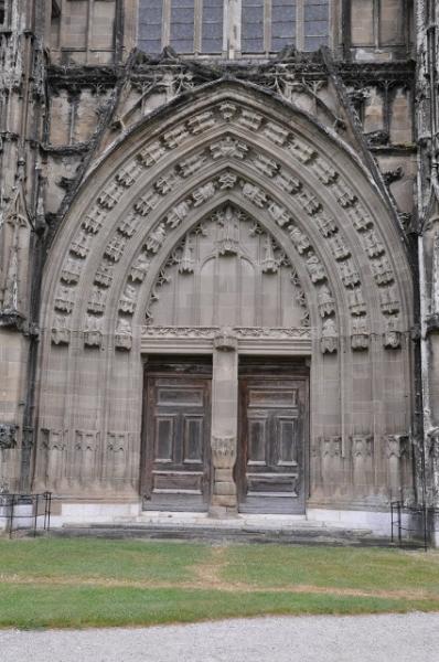 Eglise abbatiale : le grand portail